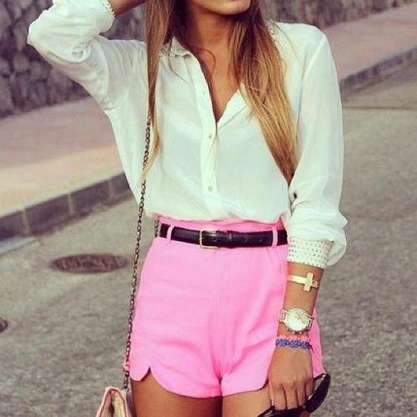 018 renkli kıyafet giyen kadınlar