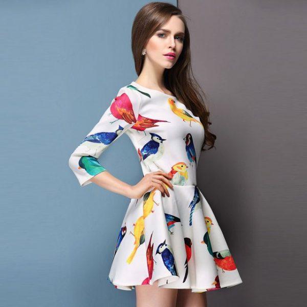02 renkli kıyafet giyen kadınlar