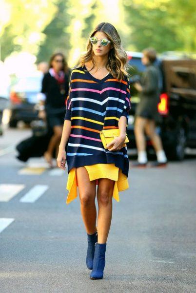 03 renkli kıyafet giyen kadınlar