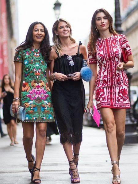 05 renkli kıyafet giyen kadınlar