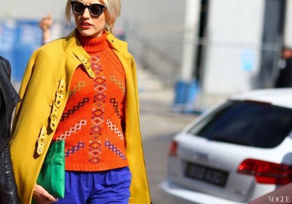 08 renkli kıyafet giyen kadınlar