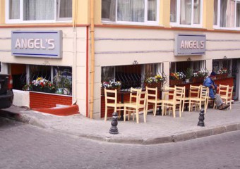 8-angels-cafe