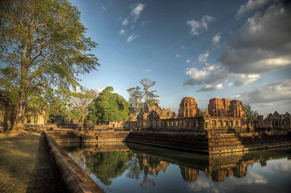Mueang-Tam-Stone-Sanctuary_20121227_017_8_9_Khmer_-Mueang-Tam-Stone-Sanctuary_-Temple_-Thailand-600x399
