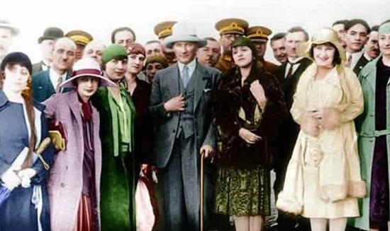 """12. """"Cumhuriyet fikir serbestliği taraftarıdır. Samimî ve meşru olmak şartıyla, her fikre hürmet ederiz. Her kanaat bizce muhteremdir."""" Mustafa Kemal Atatürk"""