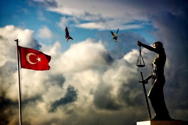 """19. """"Cumhuriyet, ilim ve ahlakın, adalet ve faziletin iktidarıdır. Bunların fiilen yaşanmadığı yerlerde şekil ve iddia ne olursa olsun cumhuriyet yoktur."""" Seneca"""