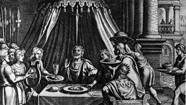 19. Halkının tepesine her hükümet kılıç asar İyi hükümetler onlardır ki astıkları kılıcı hissettirmezler.