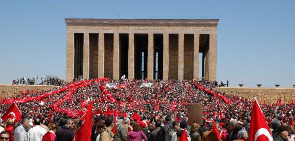 """7. """"Benim nâçiz vücudum elbet bir gün toprak olacaktır. Fakat Türkiye Cumhuriyeti sonsuza kadar yasayacaktır."""" Mustafa Kemal Atatürk"""