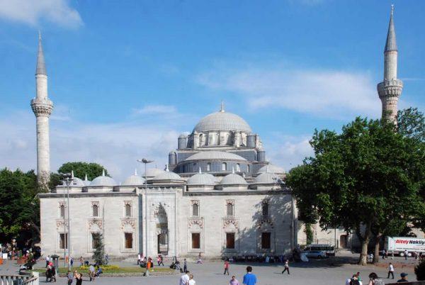 Beyazıt-Camii-nasıl-gidilir-ibadete-açık-mı-nerede-hakkında-bilgi