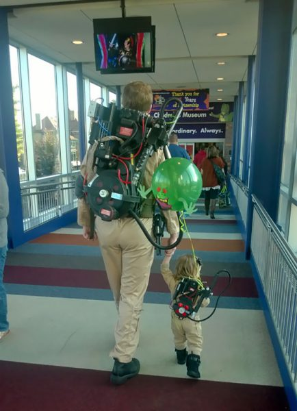 father-daughter-halloween-costumes-ideas-38-5805edc4ab149__605