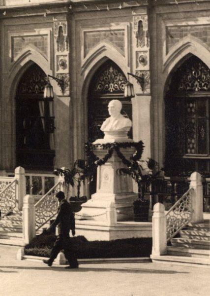 Atatürk_Bust_yontunc