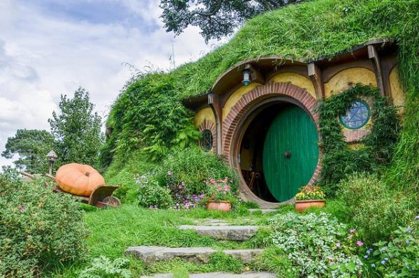 Bag-End-the-home-of-Frodo-and-Bilbo-Baggins.-Photo-Credit-640x424