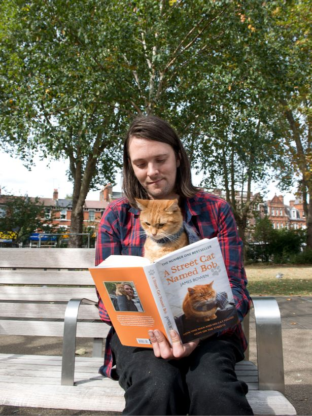 James-Bowen-reads-to-Street-Cat-Bob