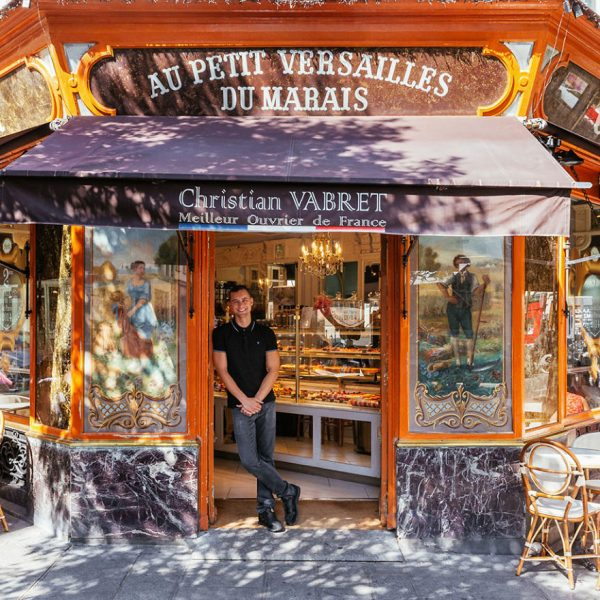 The-story-behind-these-iconic-parisian-storefronts-5809c94126283__880