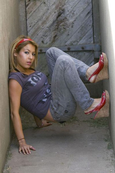 akward-funny-model-poses-alley