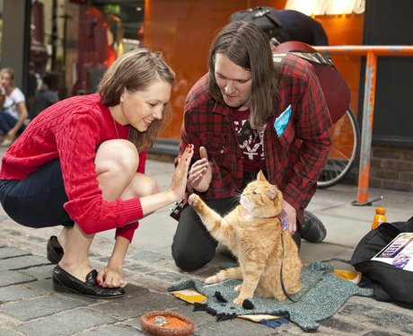 james-bowen-and-bob-the-cat-busking-1405940143-view-0