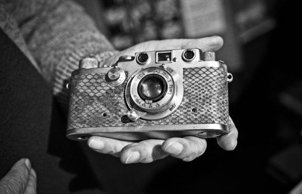 Ara Güler'in yıllarca kullandığı ve binlerce fotoğraf çektiği analog makinesi günümüzde hala çalışır durumda..