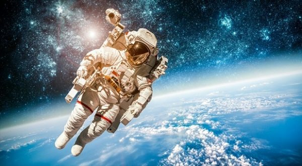 Astronaut-in-outer-space.-800x430