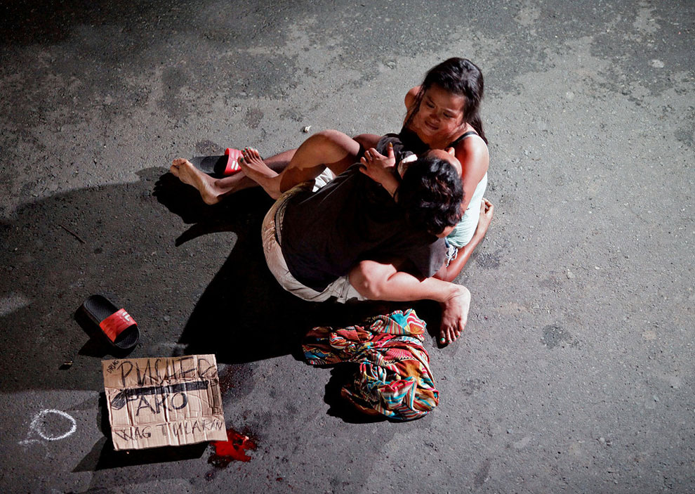 Jennilyn Olayres, 26, weeps over the body of her partner, who was killed on a street in Pasay city, Metro Manila, Philippines July 23, 2016.