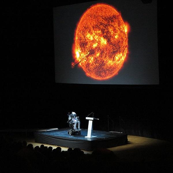 Stephen_Hawking_in_Stockholm,_2015