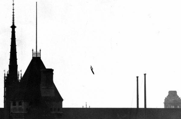 a-flying-bomb-headed-towards-1945-london-photo-u1