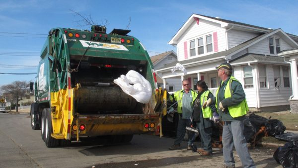 Two-Garbagemen-Bring-Hope-to-Family-of-a-Girl-With-Cancer