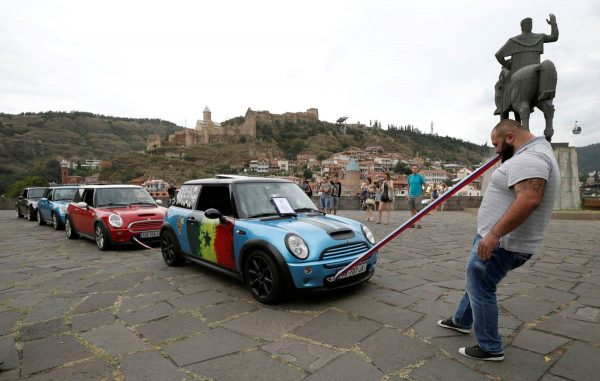 guram-ustiashvili-pulls-four-cars-with-his-teeth-during-an-attempt-to-set-a-world-record-in-tbilisi-georgia