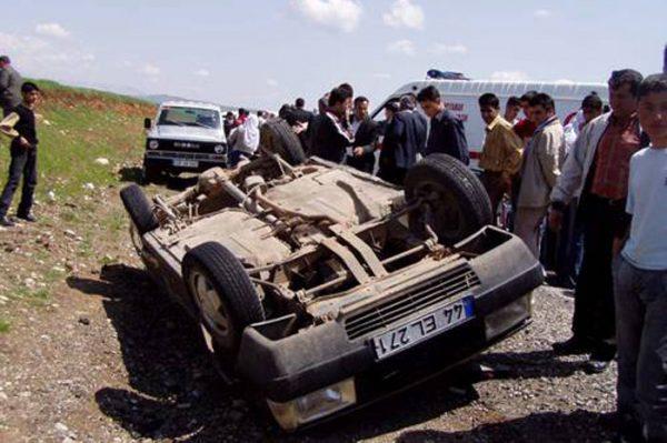 kaza-yapmis-arabayi-izlemek