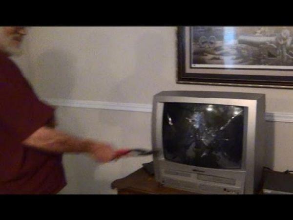 televizyonu-vurarak-tamir-etmek