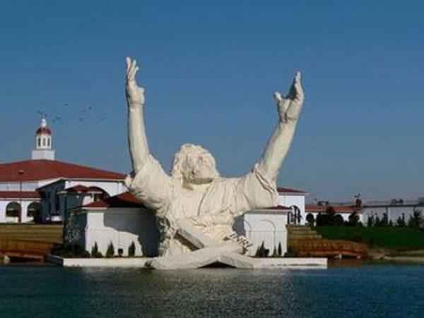 27-İsa-heykeli