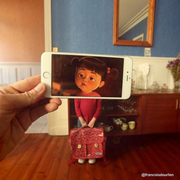 I-Insert-Movie-Scenes-Into-Real-Life-Situations-Using-My-Iphone-58aada0419165__700