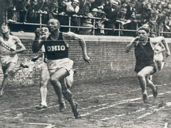 Jesse-Owens-at-Penn-Relays