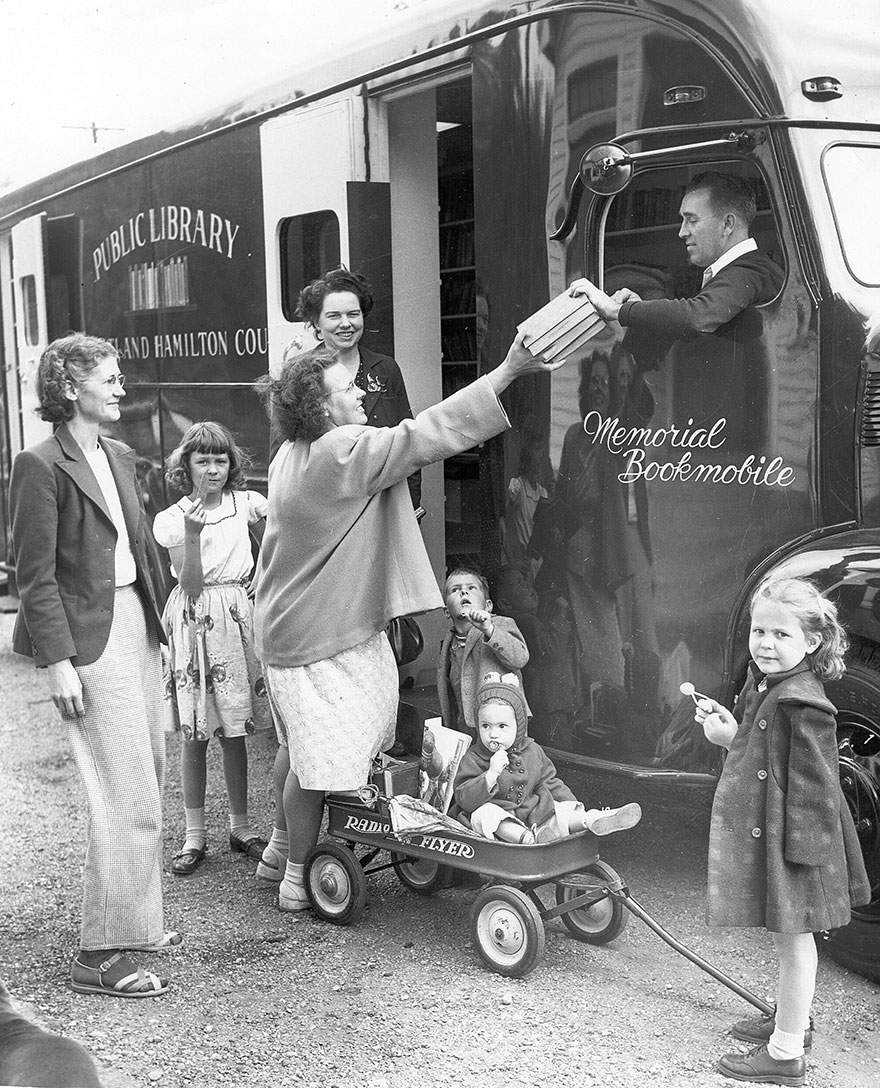 bookmobile-library-on-wheels-33-58982a778d906__880