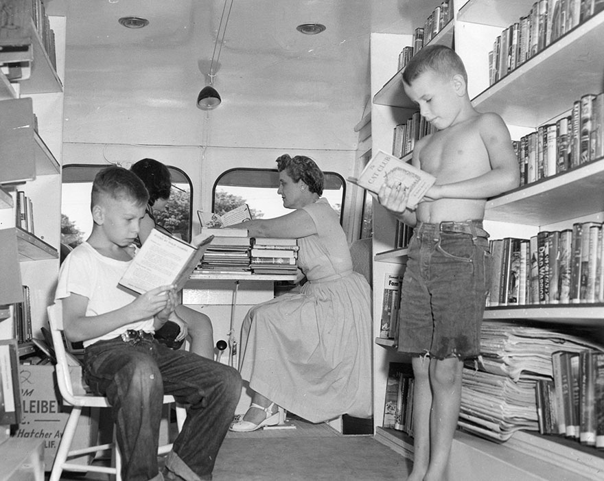bookmobile-library-on-wheels-38-58982a83df301__880