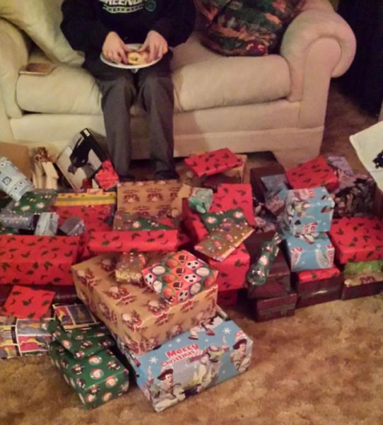 funny-christmas-gifts-101-586107b990f0a__605-58ad816438a40__700