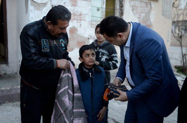 refugee-boy-helps-injured-stray-dog-turkey-7-58afe4084c9ae__880