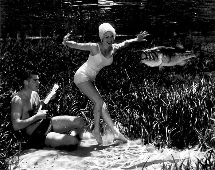 underwater-pinups-photography-1938-bruce-mozert-10-58930ee1b9de6-jpeg__700