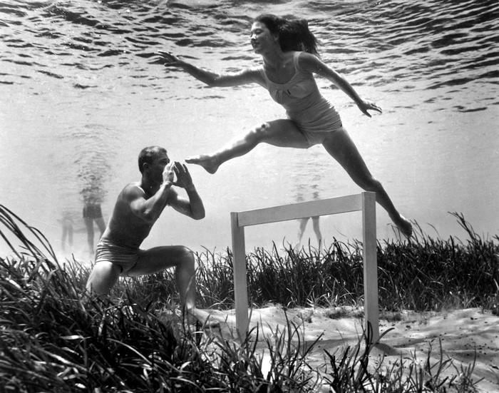 underwater-pinups-photography-1938-bruce-mozert-11-58930ee417100-jpeg__700