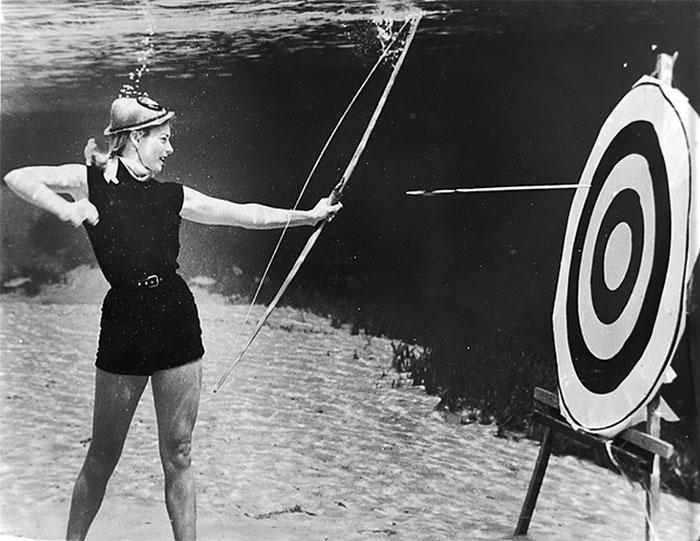 underwater-pinups-photography-1938-bruce-mozert-18-5893272eac1f0__700