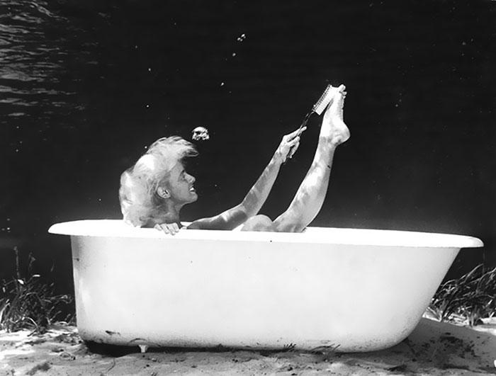underwater-pinups-photography-1938-bruce-mozert-19-5893278c813ce__700
