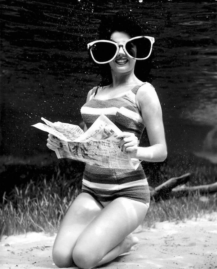 underwater-pinups-photography-1938-bruce-mozert-2-58930ec4e9fd7-jpeg__700