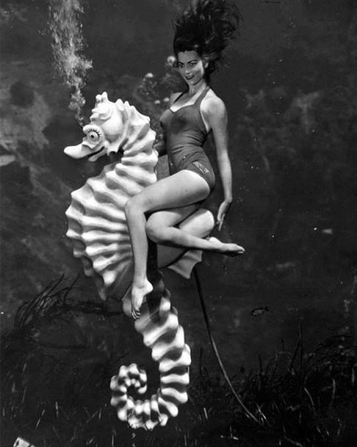 underwater-pinups-photography-1938-bruce-mozert-28-58932fad5f3e2__700