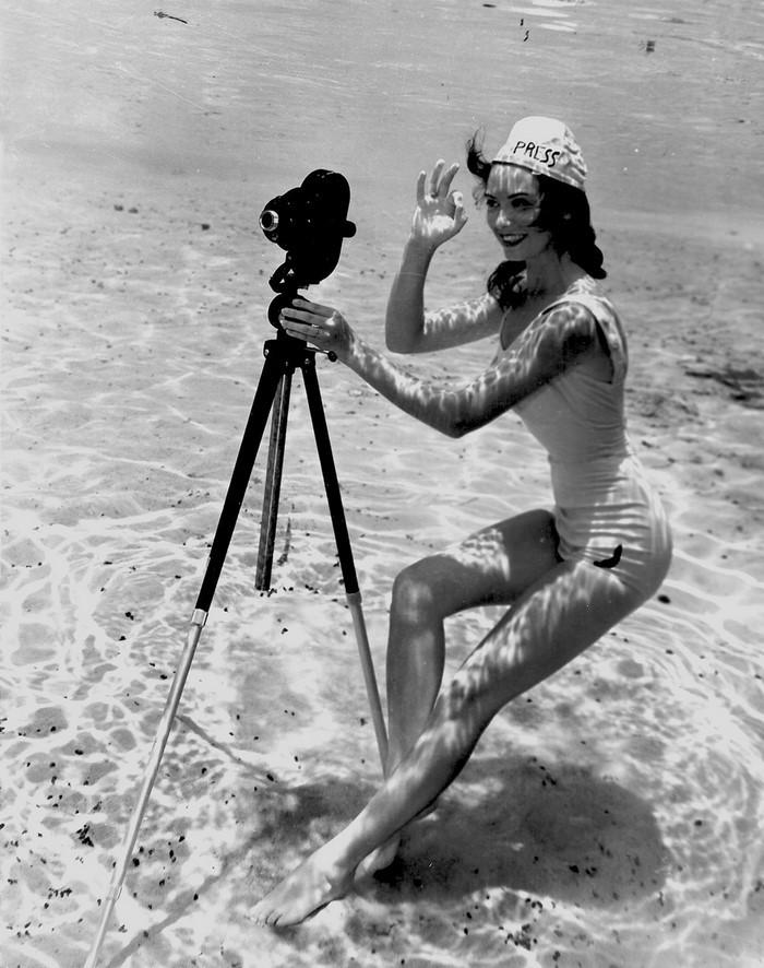 underwater-pinups-photography-1938-bruce-mozert-4-58930ecee593c-jpeg__700