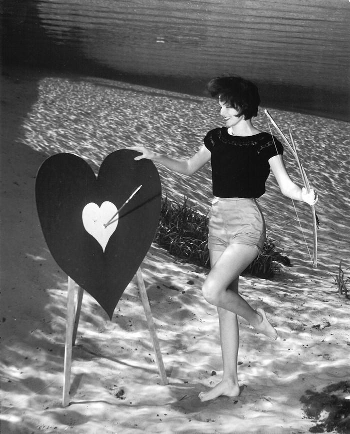 underwater-pinups-photography-1938-bruce-mozert-8-58930edbd982d-jpeg__700