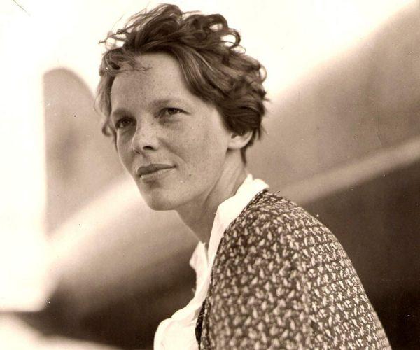 17-Amelia-Earhart