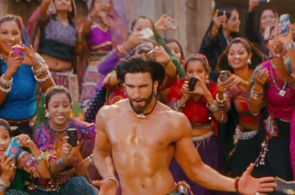 23-bollywood-dance-moves-you-must-master-immediat-2-30439-1420668702-2_dblbig