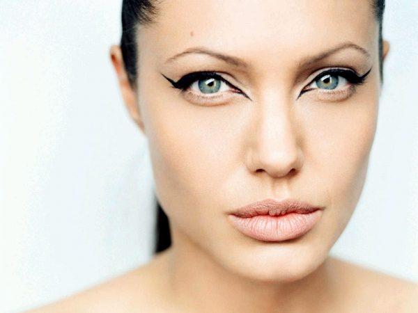38-Angelina-Jolie
