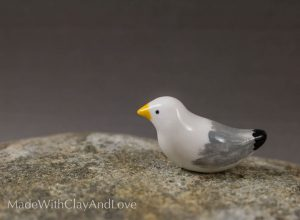 I-make-miniature-minimalist-ceramic-animals-with-a-touch-of-whimsy-and-individual-personalities-58d2285789a1d__880