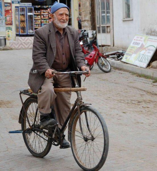 citgolde-7den-70e-herkes-bisiklete-biniyor-IHA-20121107AW000963-2-t