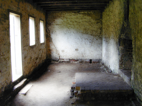 old-vacant-room-1539752