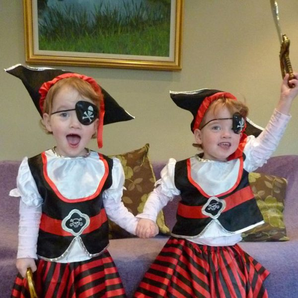 twins-girls-freak-out-hotel-guest-poppy-isabella-9